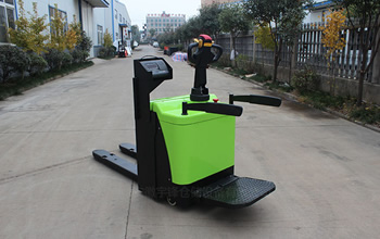 Electric stacker with electronic scale bearing function